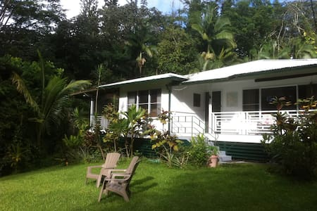 JUNGLE FARMHOUSE - 3 Bedroom Home on Organic Farm - Pāhoa - House