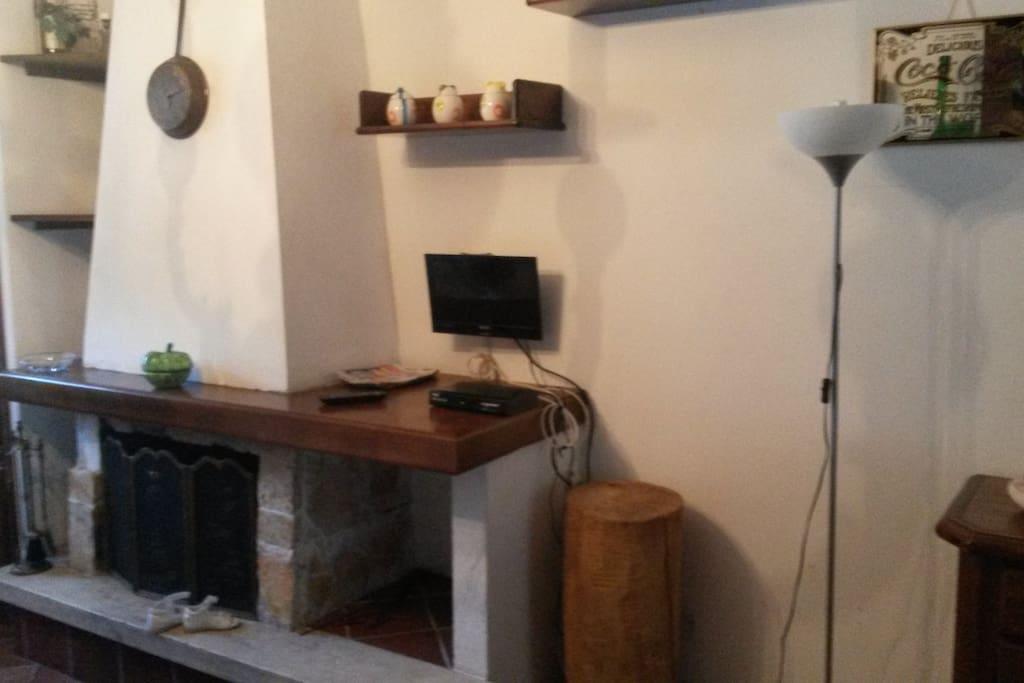 soggiorno cucina con caminetto