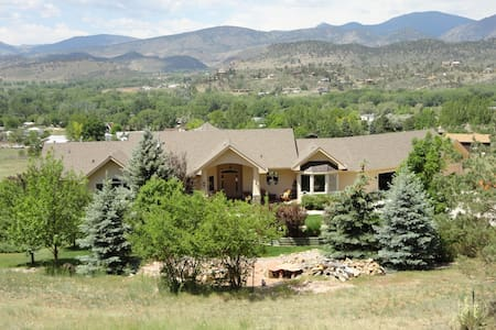 Rocky Mountain Vacation Dream Home - Ловеланд