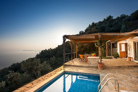 Ysyhia - Private cottage with pool.