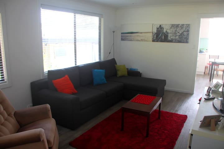 Sunny 2br flat in Thirroul - Thirroul - Apartment