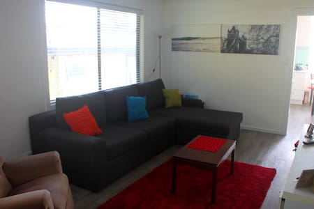 Sunny 2br flat in Thirroul - Thirroul