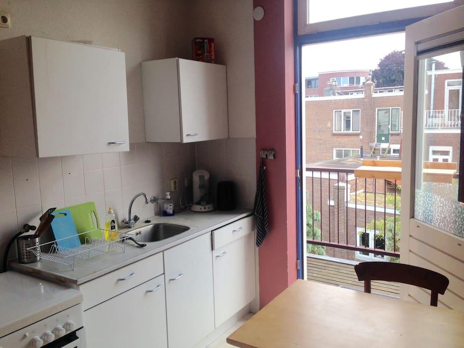 Gedeelde keuken met balkon