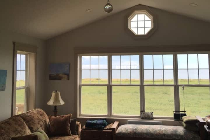 A LITTLE PEACE of JUNE- Upscale Cottage by the Sea