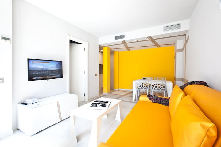 Apartment for 2 guests, 1 separate bedroom, kitchen and sofabed, free Wifi, in Playa den Bossa - Ryans Ibiza Apartments - Adults Only