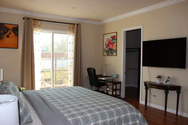 Private suite in a Brand new 3bd house in Pasadena