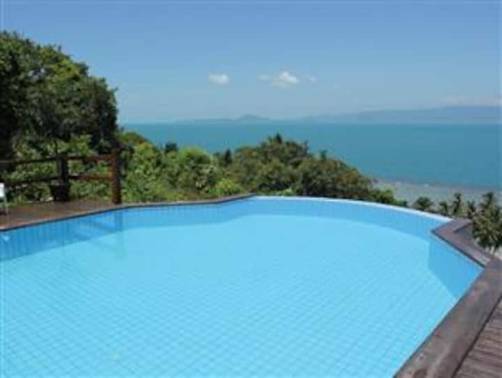 Seaview Apartment with pool Bankai