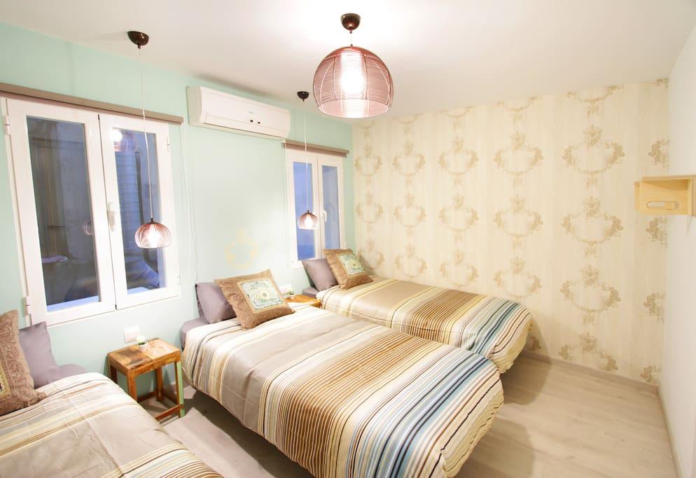 2º Dormitorio amplio con 3 camas