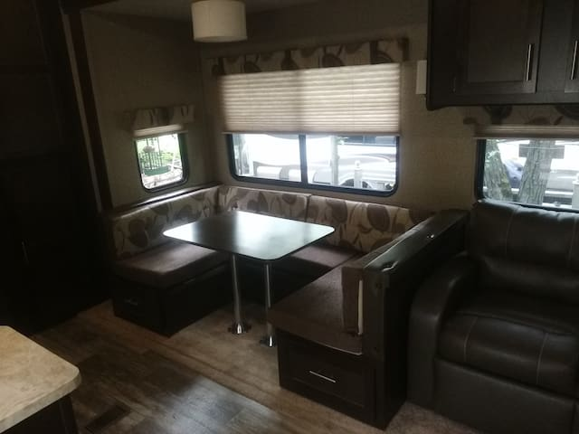 Beachfront RV - Bristol - Karavan