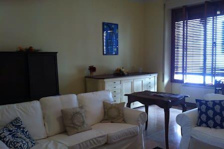 Appartamento nel Centro Storico - Borgo a Mozzano - อพาร์ทเมนท์
