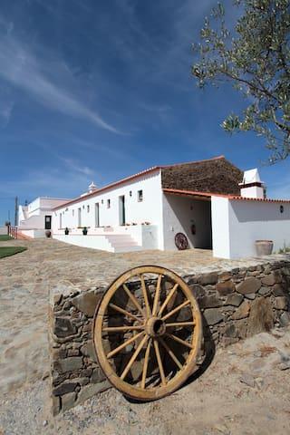 Monte Coito o seu monte no Alentejo - Almodôvar