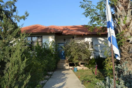 Central, family-friendly farmhouse - Azaria - Hus