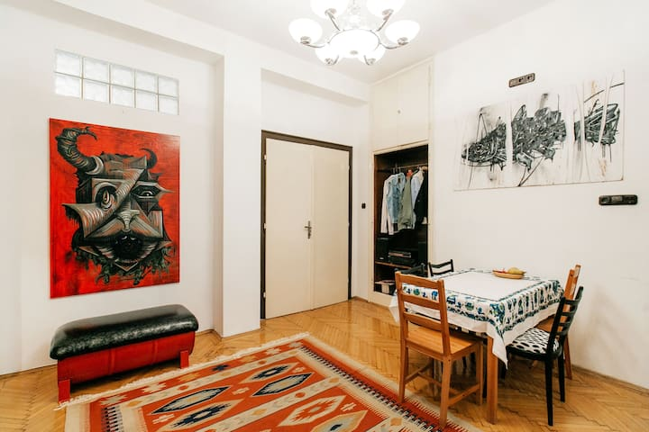Room // Art Gallery // Centre - Budapest - Bed & Breakfast