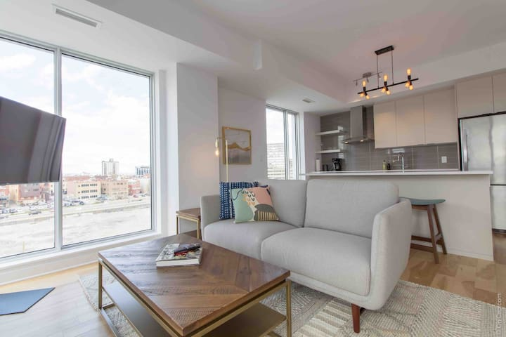 Stunning Downtown Condo with Waterfront View!