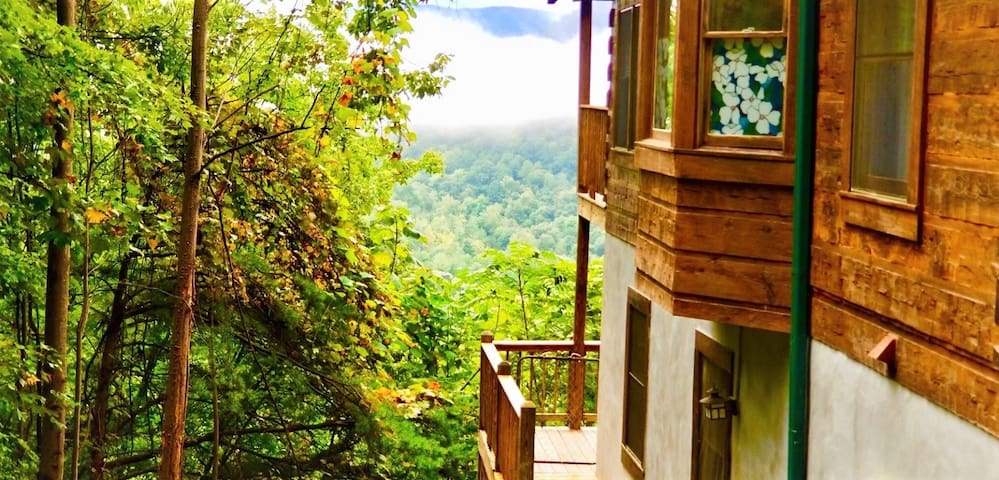 Private Mountain-View Retreat with Plenty of Space