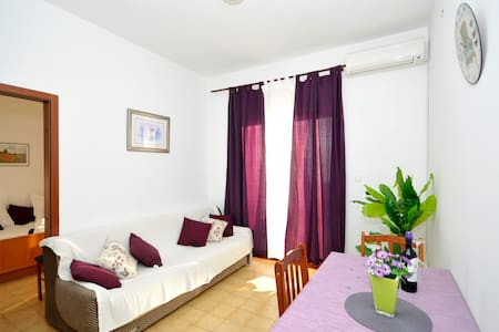 Apartment Marija, Lokva Rogoznica (Omis), sea view - Omiš - Apartmen
