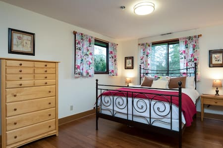 Charming Rose Room in the countryside w/breakfast! - Battle Ground - Haus