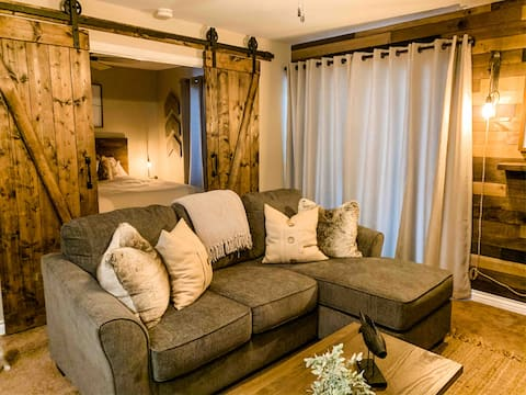 Heart of Mammoth! Comfy KING Bed!  Best rates!