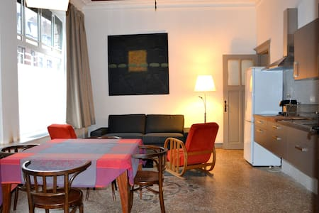 Appartement dans maison art déco - Liège - アパート