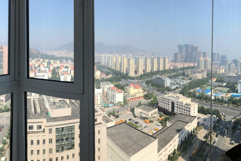 阳台的飘窗外景观 the view out of window