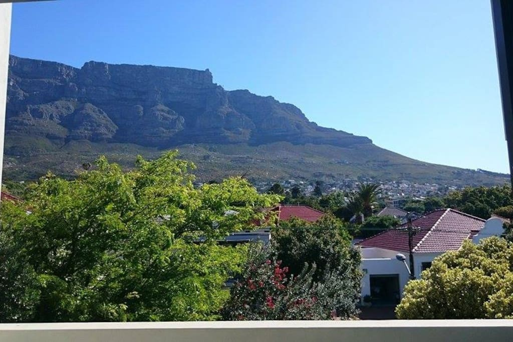 Bedroom 3 (top floor): View over Table Mountain, Devil's Peak, Lion's Head, Signal Hill and the city.