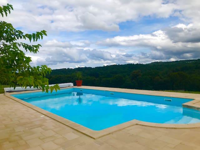 Lavaud farmhouse, tennis court & pool