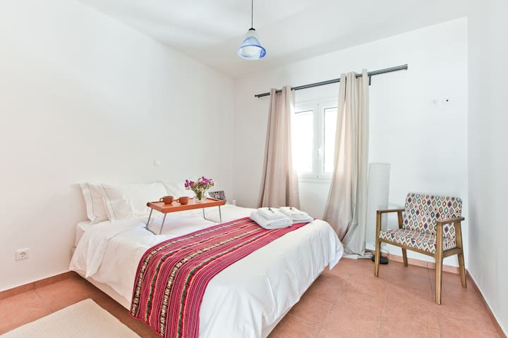 1bdr flat with beautiful garden | 300m from beach