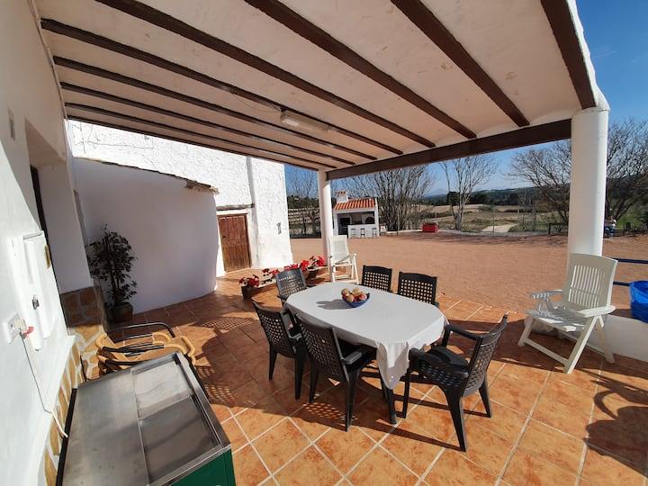 Bonita y amplia casa rural en Moratalla para 16p