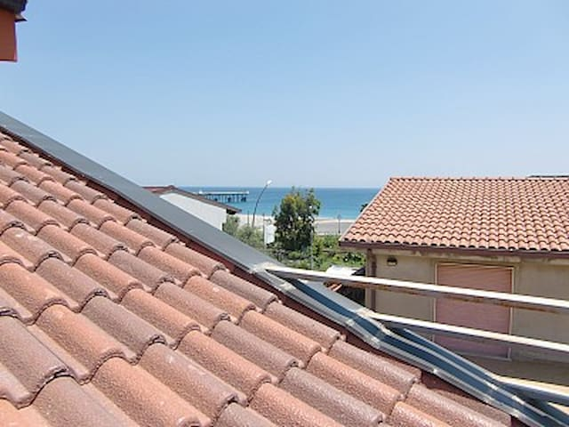 Roof terrace apt near beach Siderno - Siderno - Wohnung