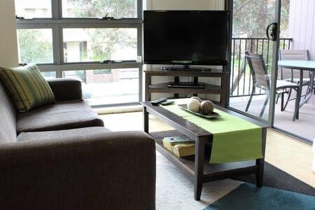 Stylish, Relaxed Pet Friendly Villa - Bundoora