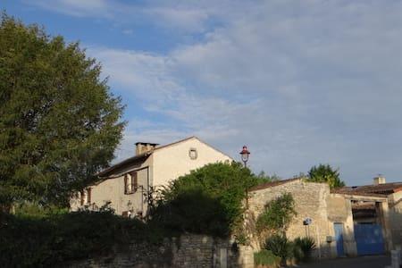"""Une chambre """"océane"""" dans une vieille ferme - Yversay - Erdhaus"""