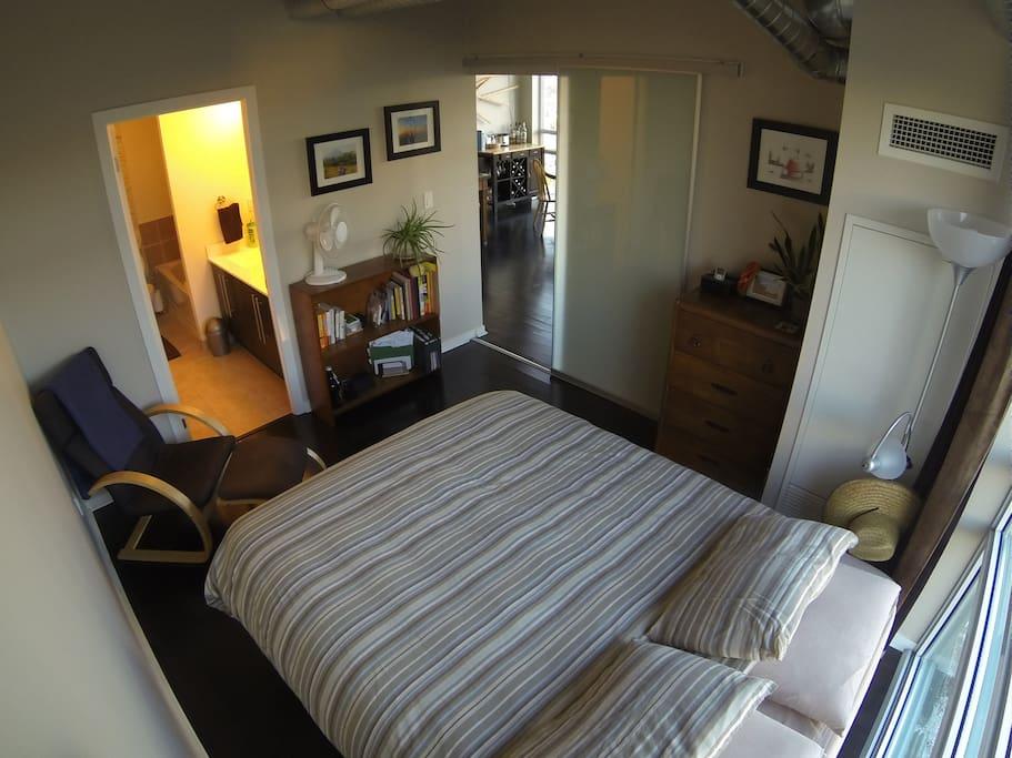 Modern 2 Bedroom Loft in Queen West