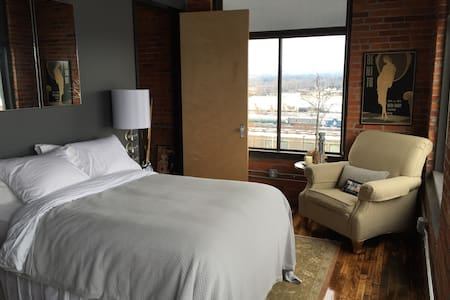 Spacious Luxury Loft Downtown - Utica