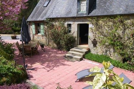 Gîte typique de Normandie en  forêt - Saint-Sever-Calvados - บ้าน