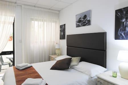 Ray's Lodge The Terrace Room - Naxxar - Bed & Breakfast
