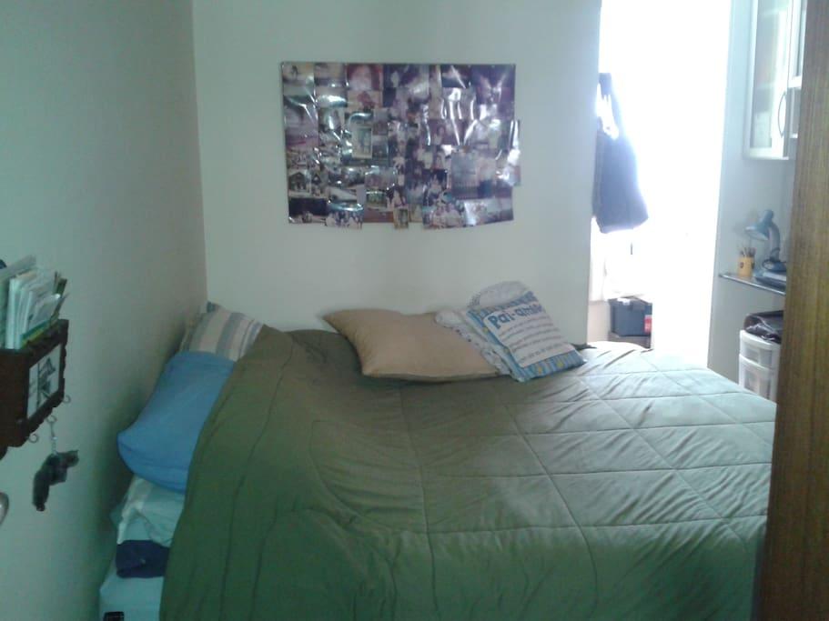 outro quarto para casal,com TV a cabo, cama,  acomoda até 4 pessoas