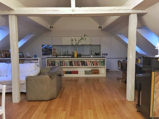 Bright and airy private room in Seefeld