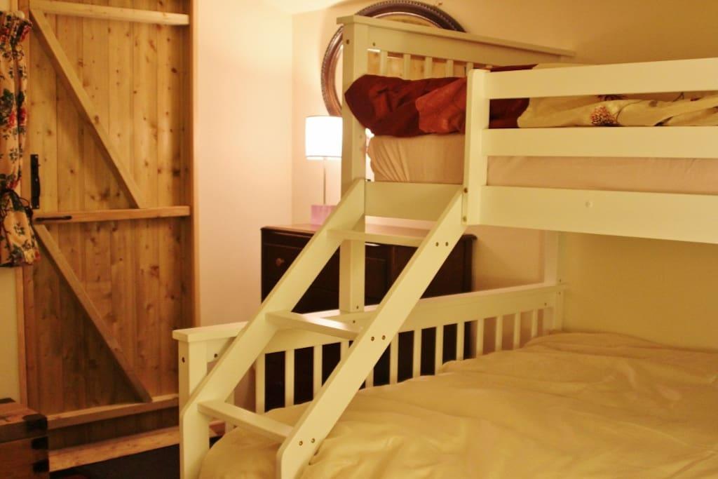 Triple bunk in cabin Connie