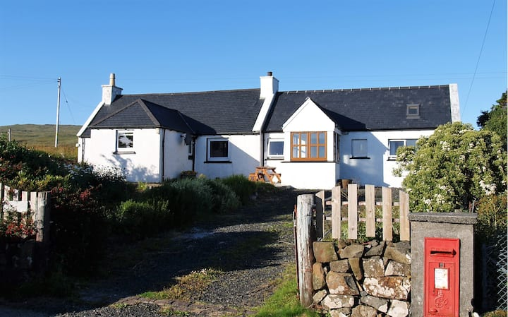 Lovely cottage on the stunning Waternish peninsula