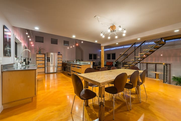 Contemporary, Stylish 3 BD Awaits U - Rye - Hus