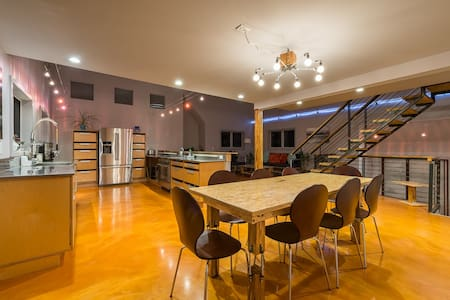 Contemporary, Stylish 3 BD Awaits U - Rye