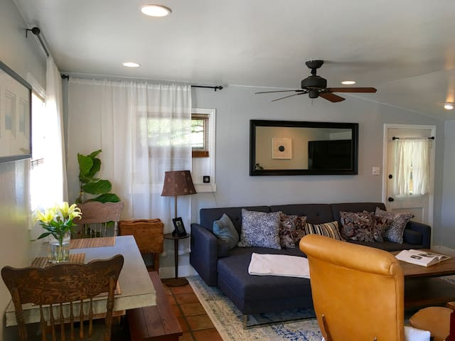 Historical Coach House Close to Beach and Downtown - Huntington Beach - Bungalow