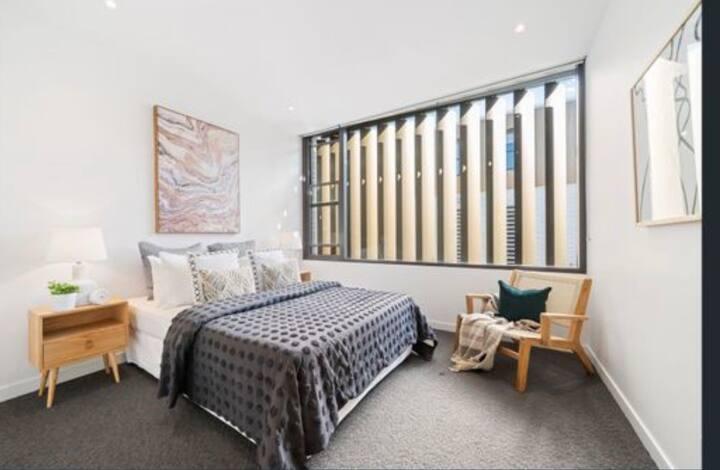 Luxurious waterfront apartment in Balmain
