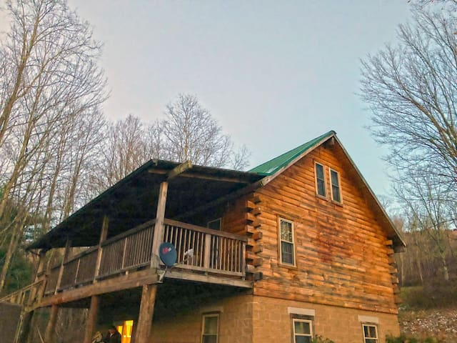 4 Bedroom Log Cabin Near Snowshoe Resort