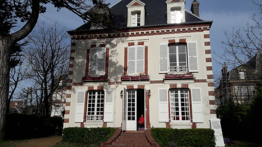 8 bedroom family villa, 100m from the beach - Cabourg - Casa de férias