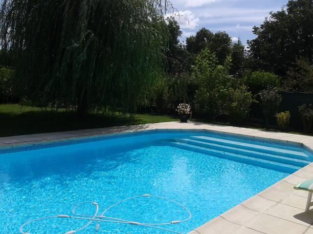 Belle villa calme avec piscine - Seysses - Pension