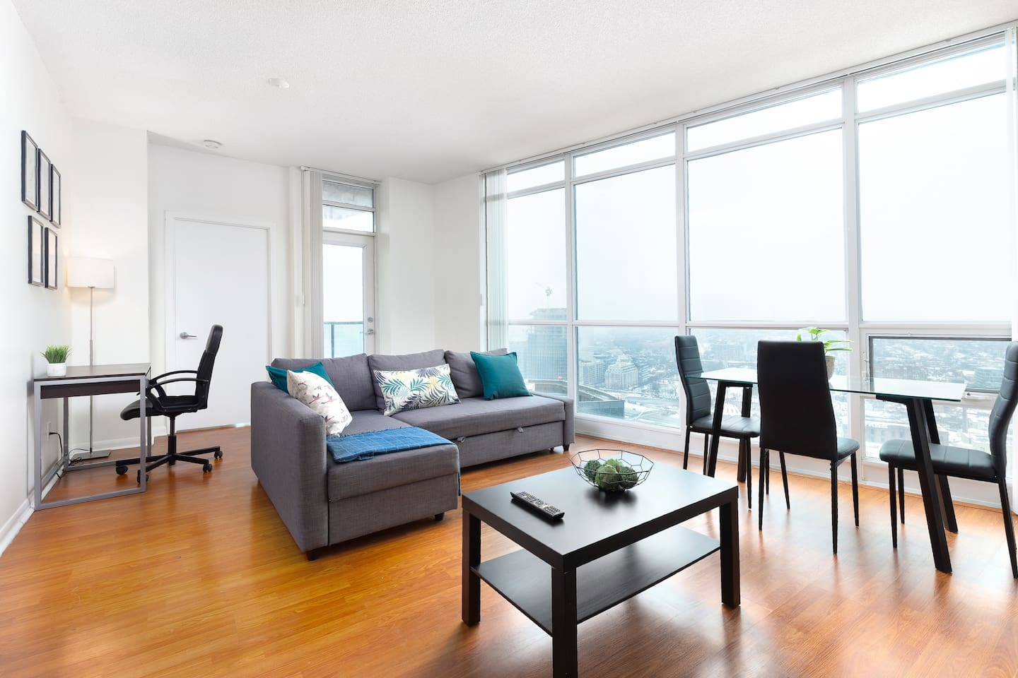 Large living room space that opens up and lets sun light in to enjoy one of the best views Toronto has to offer.