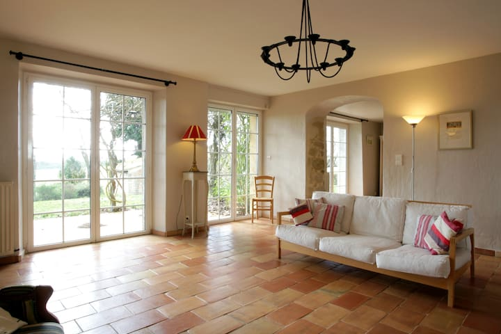 Country farmhouse with private pool - Labastide-d'Anjou - บ้าน