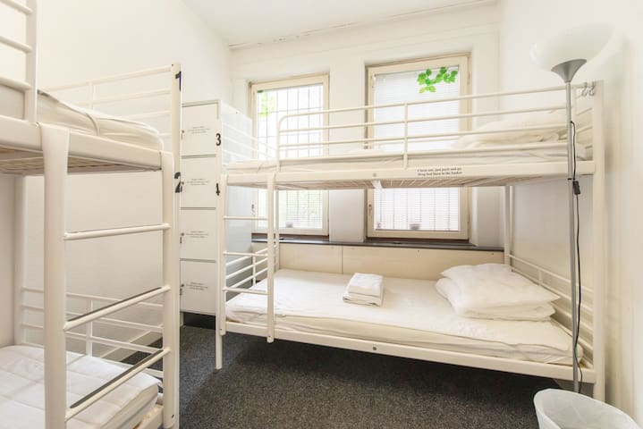 ACCO:bed in dorm for 4 near Stockholm Old Town(B)
