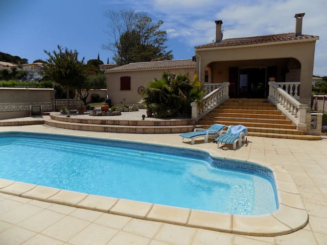 Three double-room villa with pool and big garden